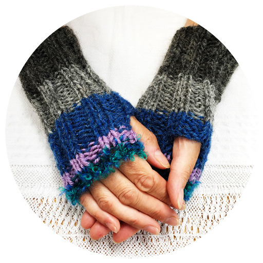Use up your chunky yarn scraps to make wrist warmers