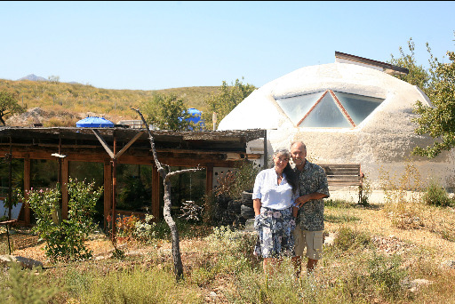 Laura Dave earthship 1024